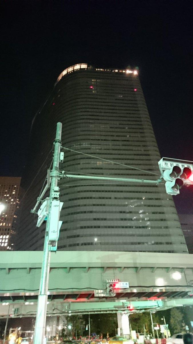 22時過ぎで電通のビルが真っ暗って初めて見る気がする。