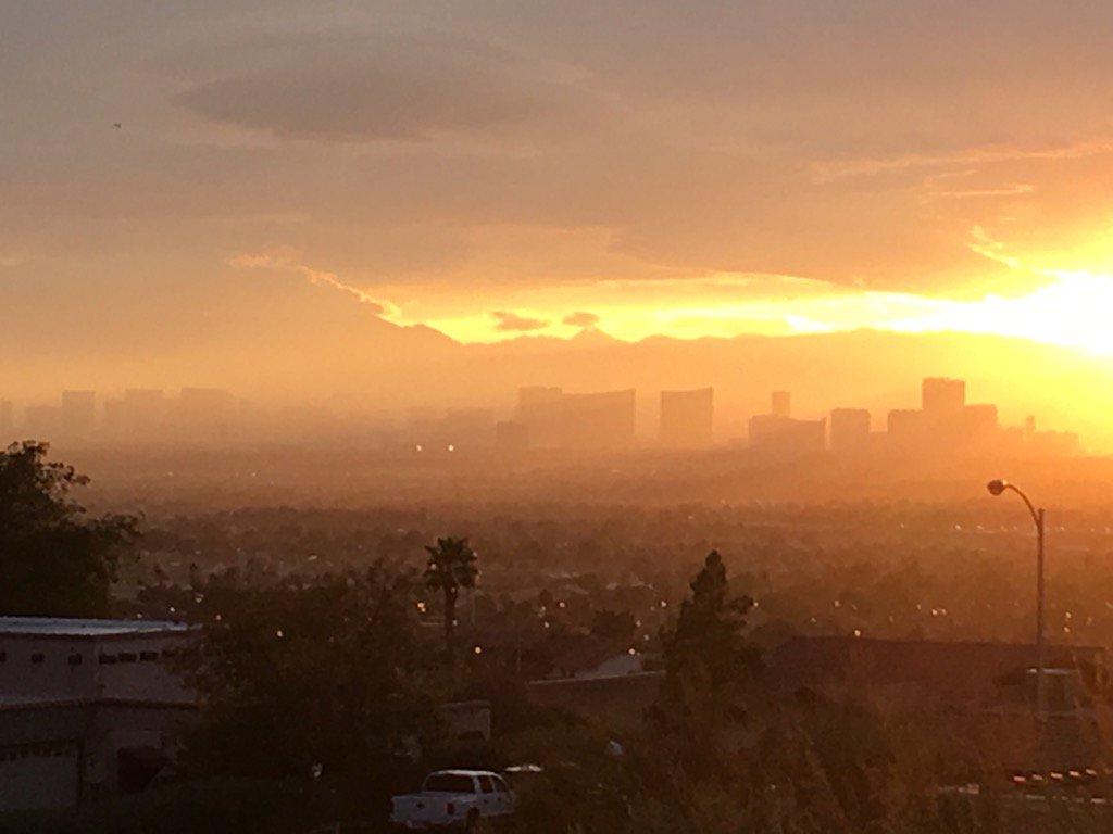 Atomic sunset over Las Vegas https://t.co/y5yjQPbAGB