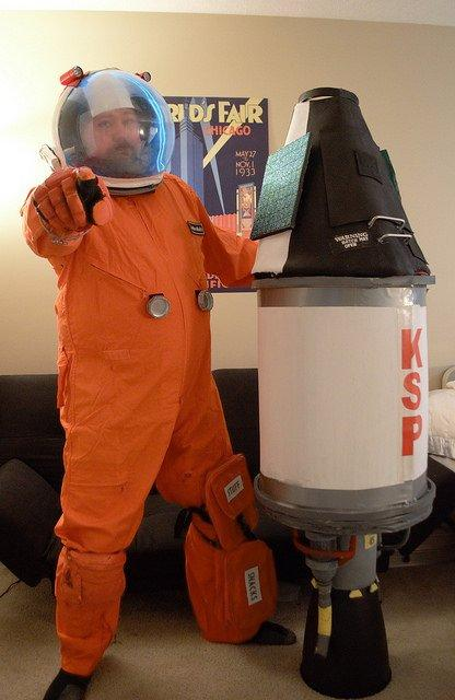 I want YOU to submit your @KerbalSpaceP  #HallogreenKSP costume idea! BTW this is NOT my 2016 entry! (2014?) https://t.co/wg5WAbqYvH