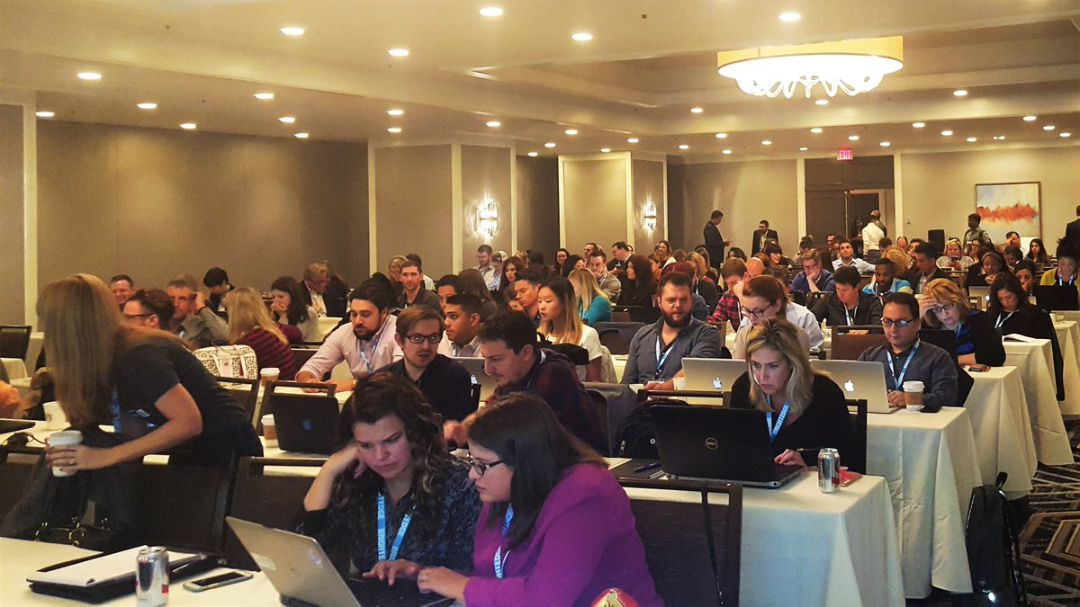 #share16 Ultimate #SEO dashboard for #CMOs full house @HarryJGold presenting in San Francisco https://t.co/VrKRBcFqnS