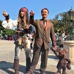 ベストコスプレはこの人に決定ー!!ディズニーランド入ったら立ってる銅像のウォルトディズニーさん。見た…