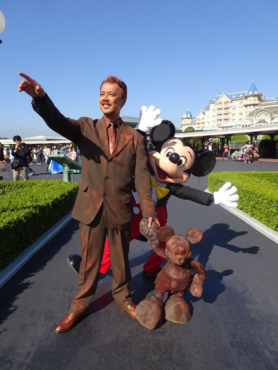 一目でパートナーズ像とわかってくれて、ありがとうミッキー! ウォルト仮装なんて恐れ多い、とファンだったけど、暖かく向かいいれてくれて、泣きそうでした。 80分待ったかいがありました。