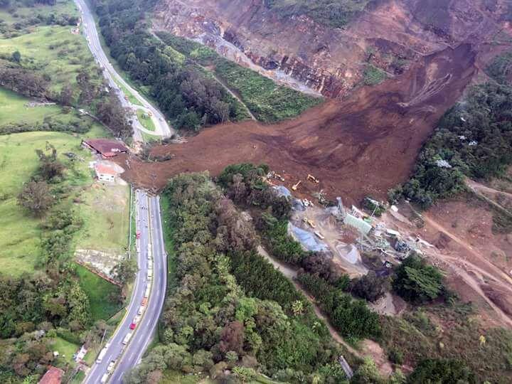 Colombia: Un deslizamiento de tierra en la ruta provocó al menos 8 muertos