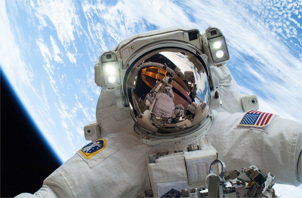 """Foto del día: Mike Hopkins, astronauta de la NASA. Imagen de """"La misión ExoMars: buscando vida en marte"""" https://t.co/sBTZUjiTc8"""