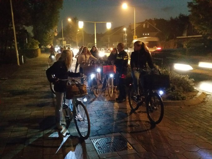 RT @wagWateringen: Fietsverlichtingcontrole in Kwintsheul. Bijna alle fietsen hebben goede verlichting https://t.co/SkqNVaLeFt