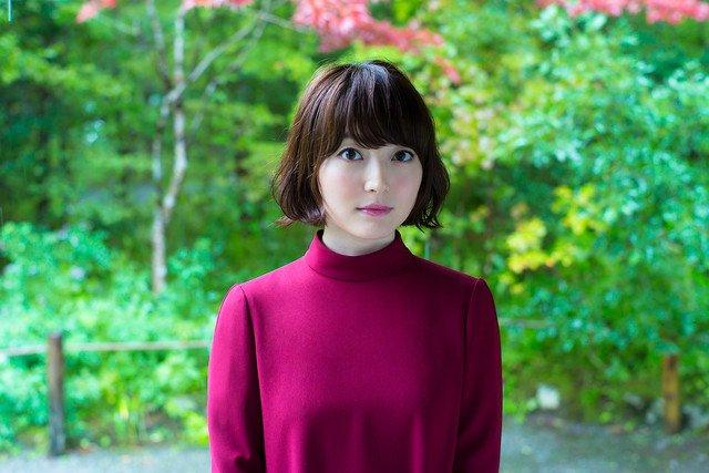 言の葉の庭的な組み合わせ RT natalie_mu: 花澤香菜が雨の中佇む、秦基博作曲の新曲MV