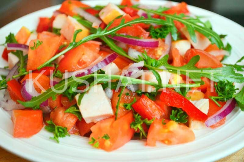 Салат из копченой курицы с помидорами рецепт