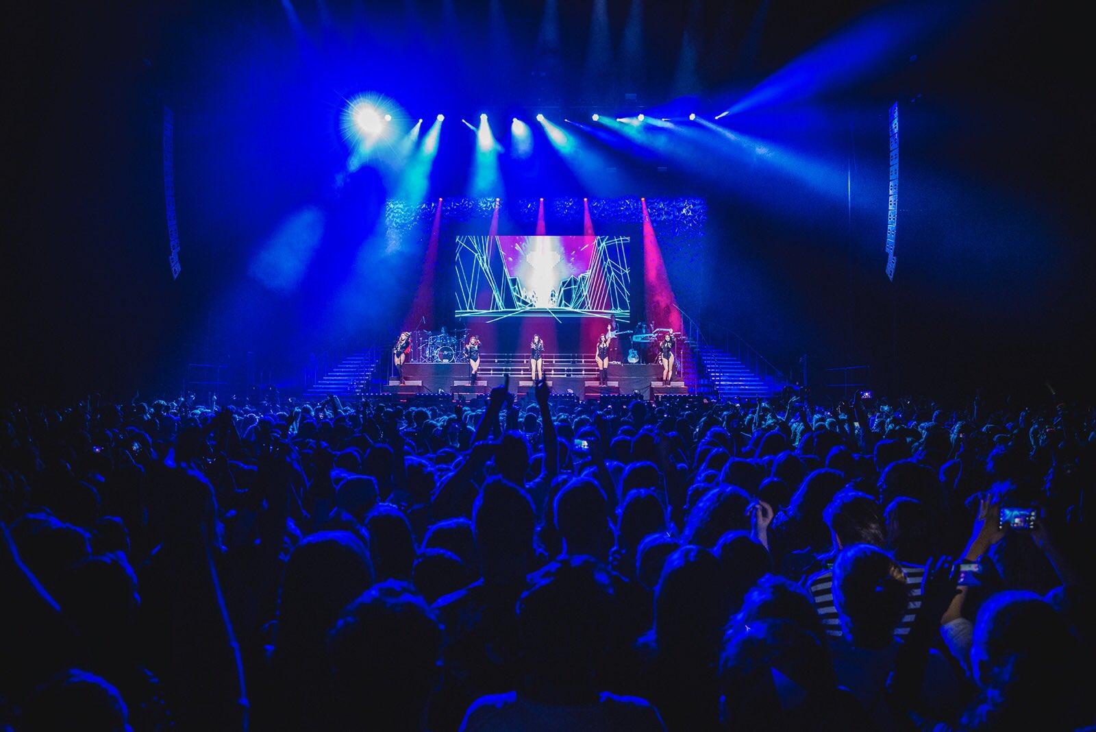 Thank you all for an amazing night! ����#727TourAmsterdam https://t.co/AwOHgZSlCF