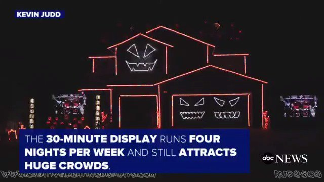 California home lights up with epic 30-minute 'Time Warp' Halloween light show.