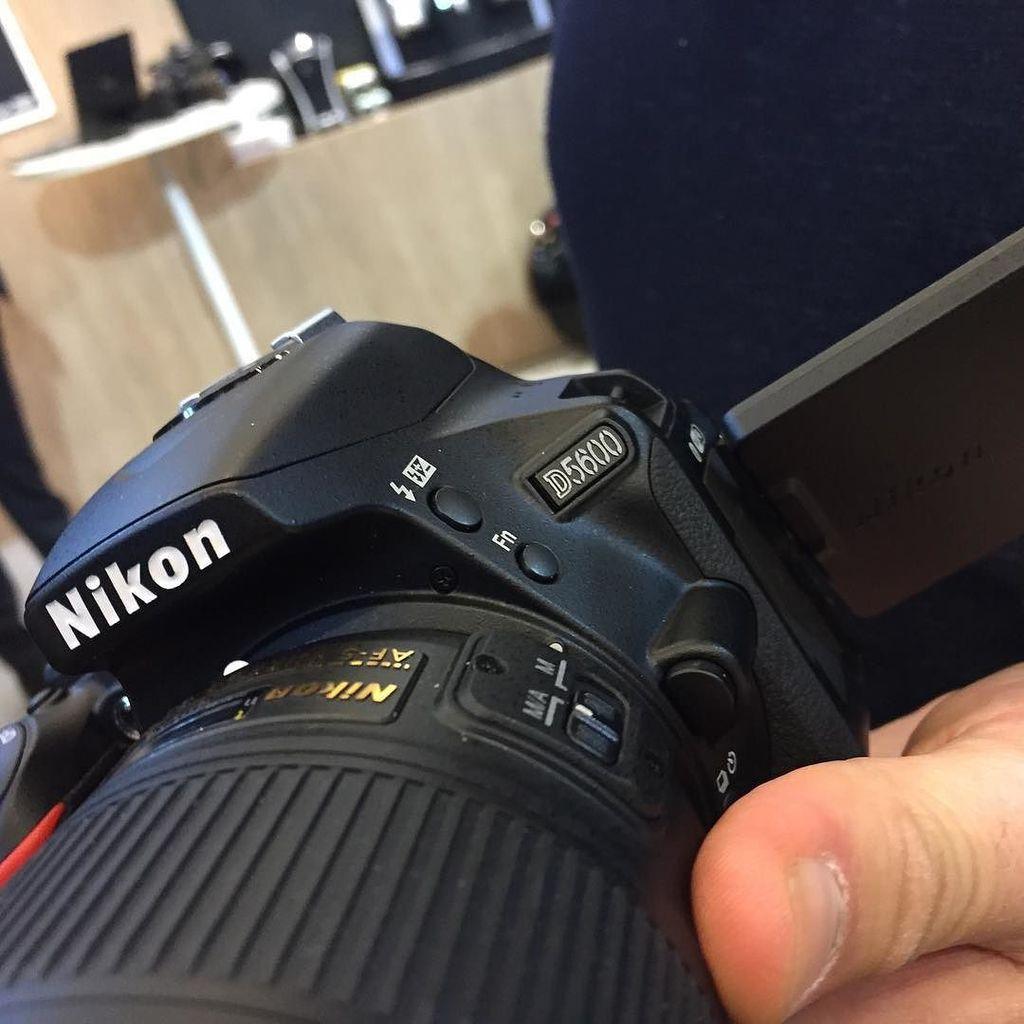 Le nouveau #Nikon D5600 - annonce @nikonfr au @salonphotoparis https://t.co/Fo2f22gs8l https://t.co/Iq8pHVnFJp