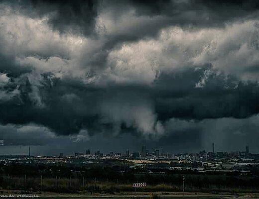 Photo of the mega-storm that hit Johannesburg yesterday https://t.co/o9EbwF1c4l