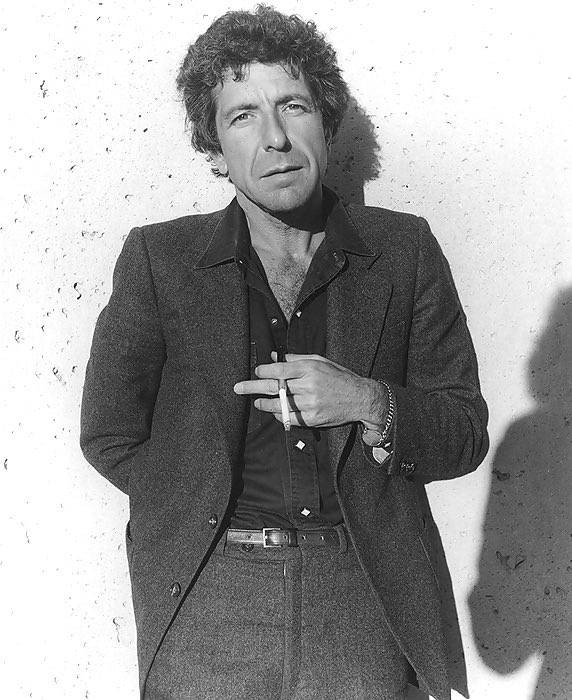 R.I.P. the great Leonard Cohen.❤️❤️#canwebedonewith2016 https://t.co/ALxIVcfP7n