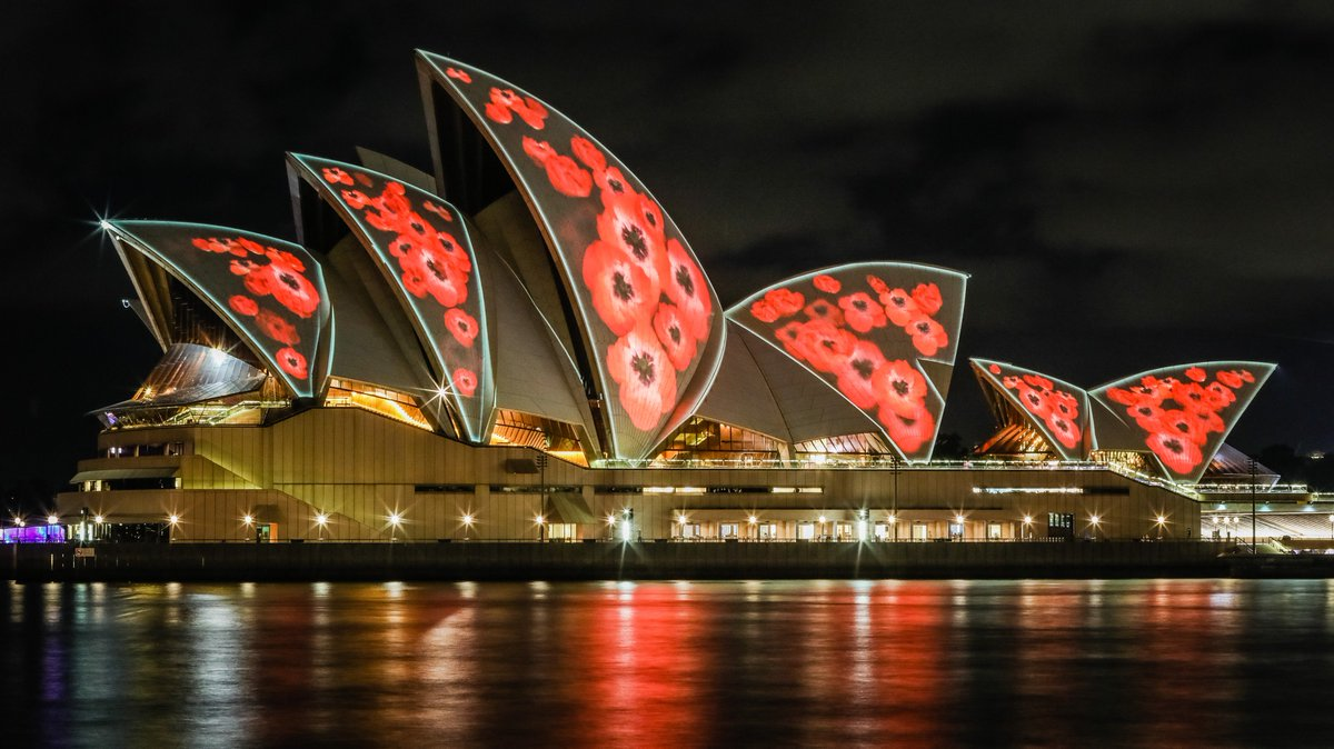 From 8pm tonight, our sails will be decorated with poppies in commemoration of #RememberanceDay https://t.co/qJeGNjQFUd