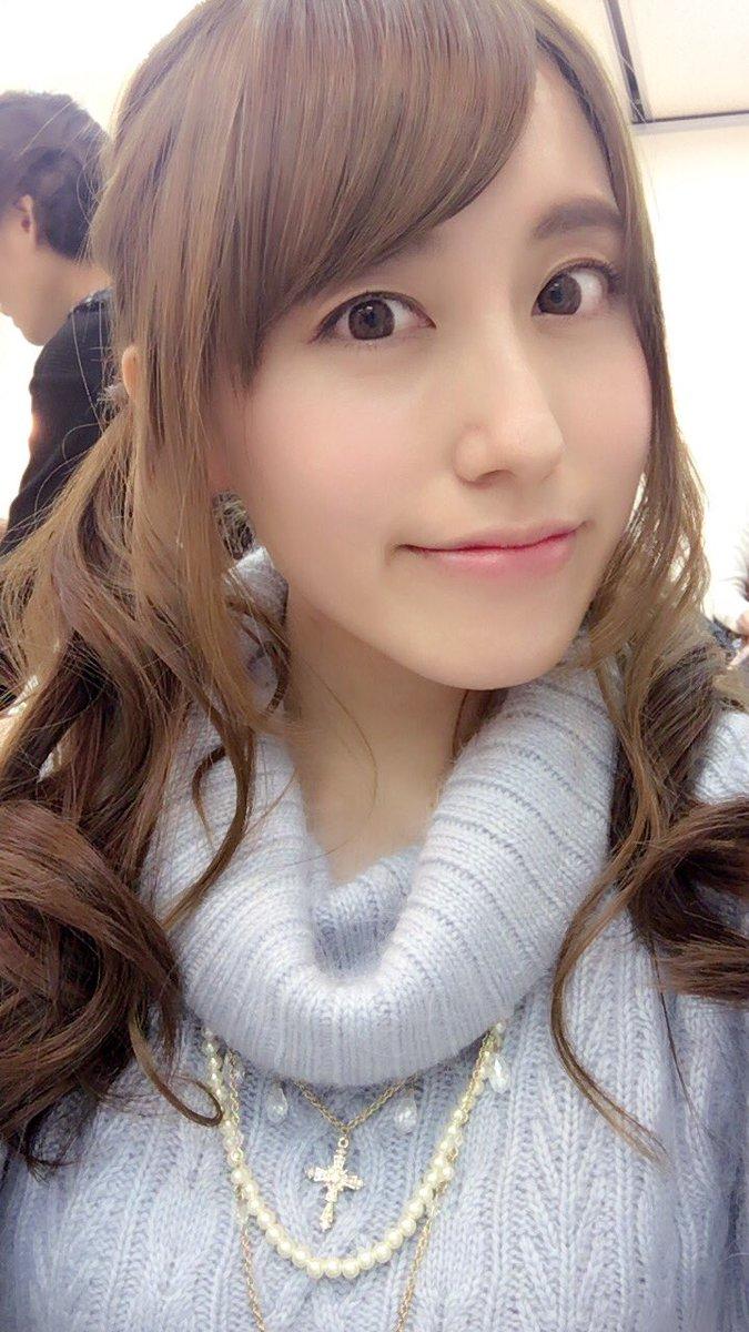 あ、うつりこんでるの阪神さんやw 今日の目標テーマは「綺麗なお姉さんは、好きですか?」でしたwホムラジイベントだと基本ユニだから可愛い感じの格好できないのでこういう時にね!あ!今日はイベント中うわキツより、可愛いと温かいお言葉をたくさんいただけました(T_T)みんな優しい!!!