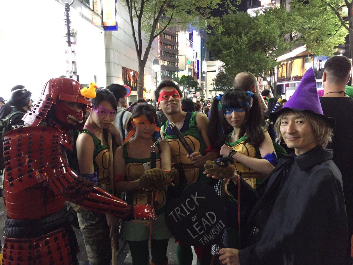 ミュータントタートルズ女子と赤い甲冑アヒル武士とたわしおじさん。亀タワシとカメつながり。渋谷ハロウィン。 #ミュータント