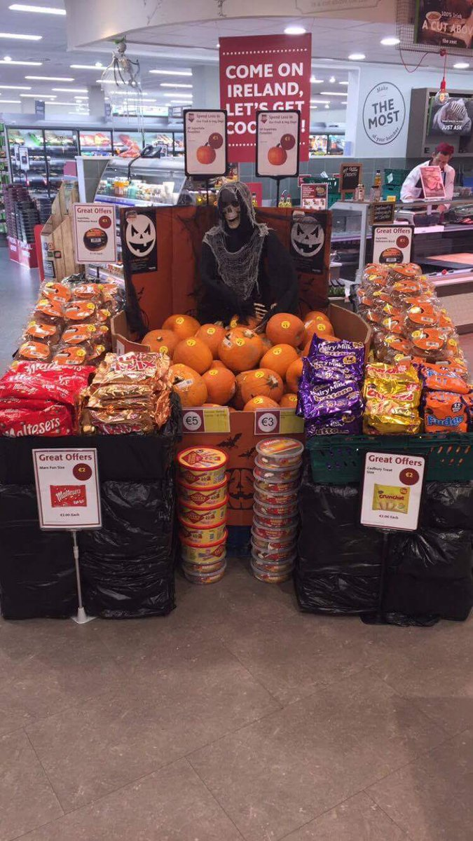 Last of the Pumpkins and Brack only €1 & Treat size packs €2 https://t.co/wXeyOVJef6