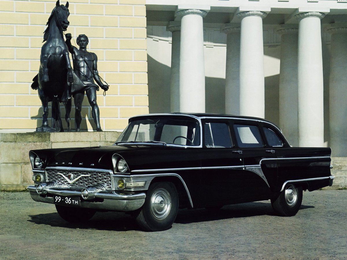 GAZ チャイカ[M13]1959年に旧ソビエト連邦(ロシア)の自動車メーカー、GAZが開発した車。その正体は米国製55