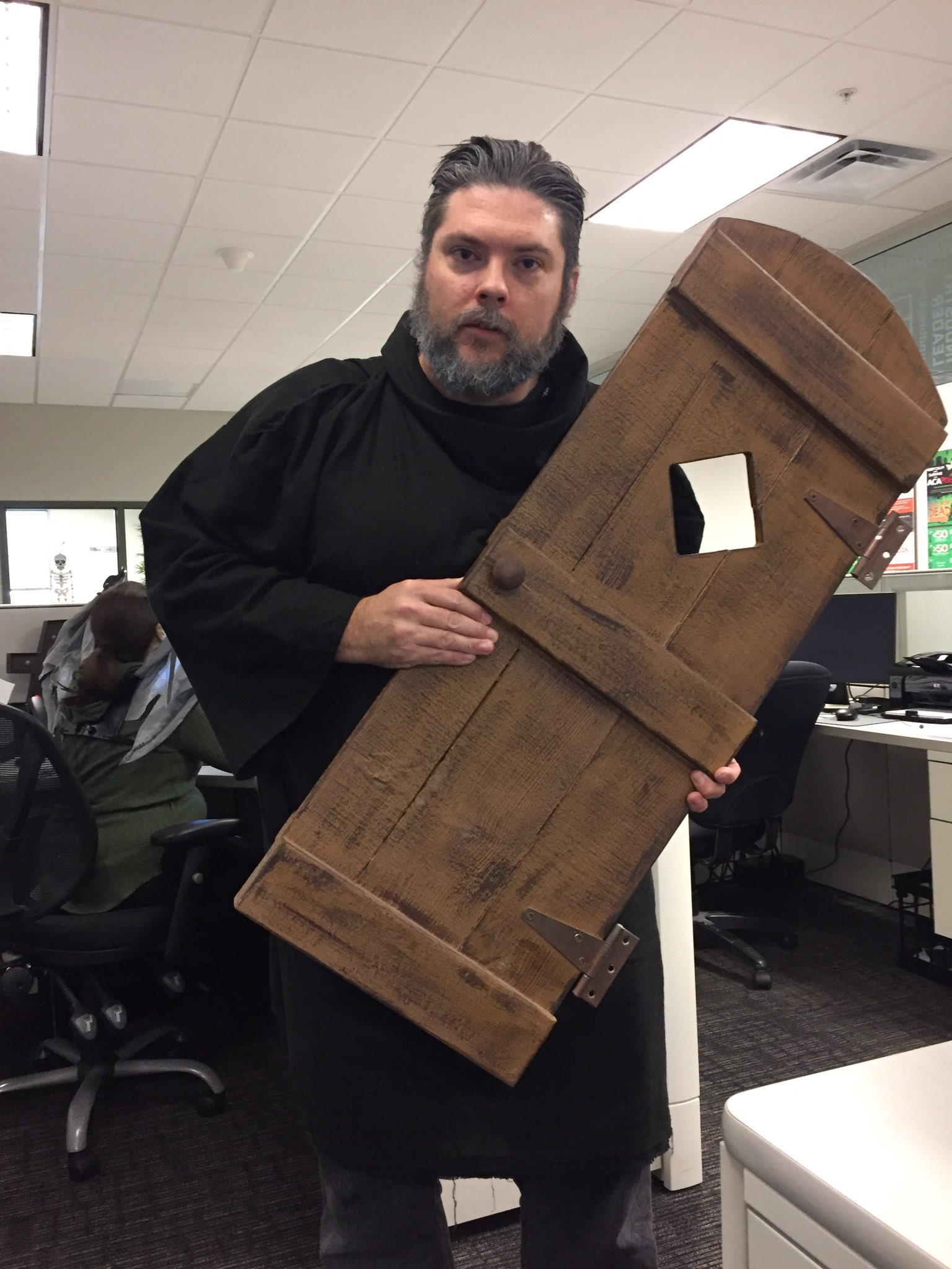 There was a really nice guy holding the door for me at the office today #GoTHalloween #Hodor #Holdthedoor https://t.co/FEFKTEcY3Q