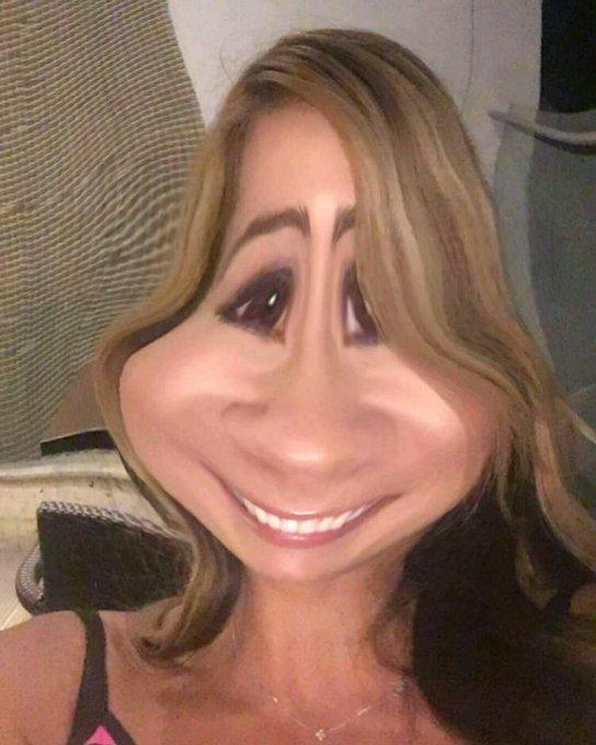 Empezando a usar Snapchat me buscan como esperanzagomezs les mando un beso...😘😘😘 https://t.co/TXHrMP