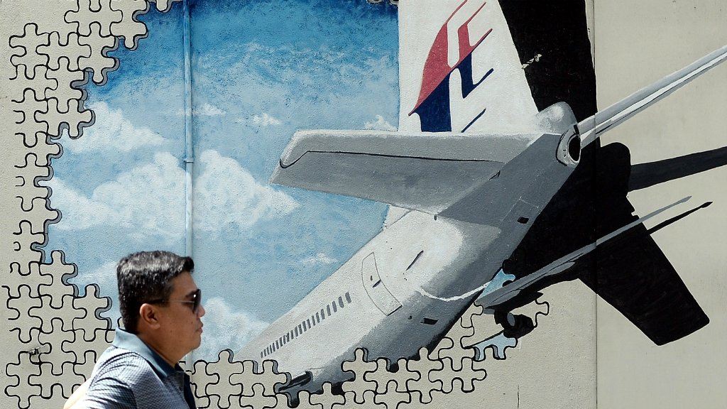 Malaysia Airlines MH370 jet in 'death dive when it vanished', says report