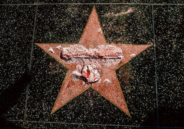 Hollywood is links, de films rechts