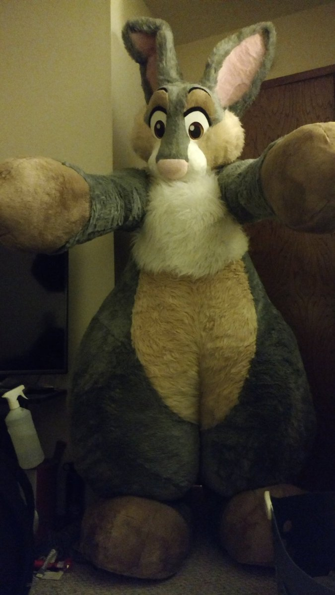 So. A thing happened last night. Friend threw me in a super fun and comfy suit.