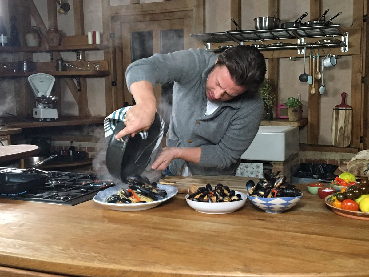 You're going to see all this soon on @JamiesFoodTube - last one today some mussels arrabbiata three ways! https://t.co/tF6szYFFV8