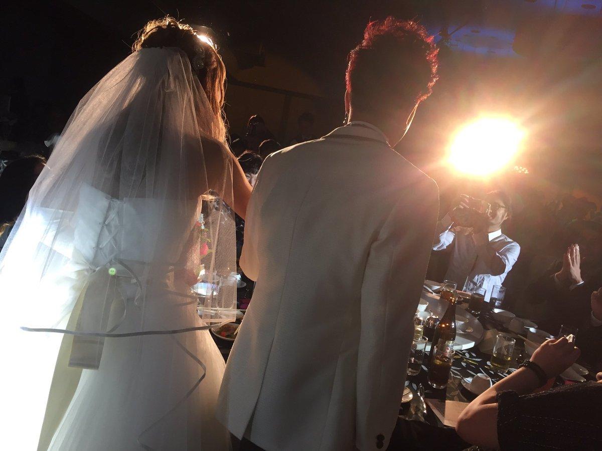 個人的なご報告ですが、私ついに結婚しました! 昨日はその披露宴、県内外からたくさんの仲間が来てくれて本当に幸せな1日でした。 この御恩をこれからもいろんな形で返して行きたいと思いますので、これからもよろしくお願いします。 https://t.co/BS5rWZaFzl