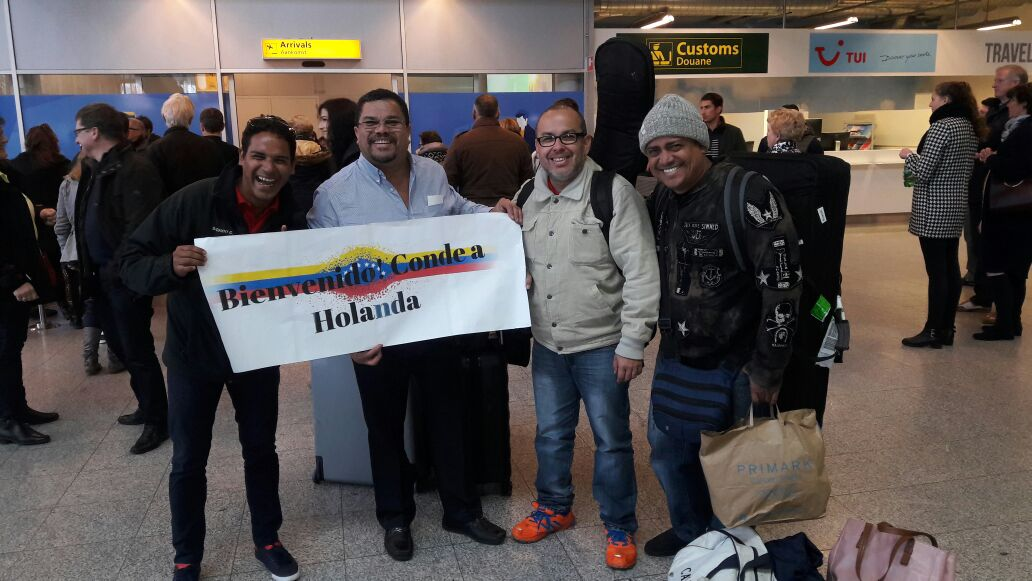 Feliz día jodedores. Ya finalizando la gira. Llegamos Holanda!!! https://t.co/5g8BSIgdFV