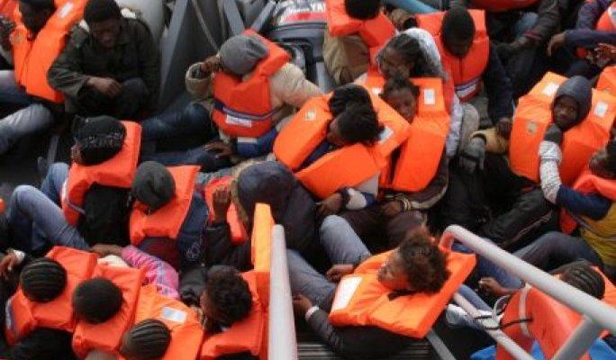 2,200 asylum-seekers rescued in Mediterranean, 10 bodies recovered
