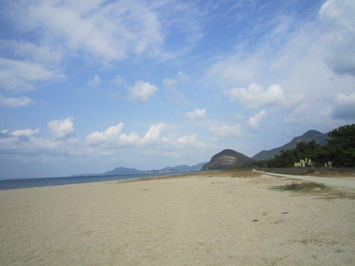 清掃後の有明浜を撮影。なせば大抵なんとかなる!リアル勇者部活動に参加された皆さん、お疲れ様でした。#yuyuyu