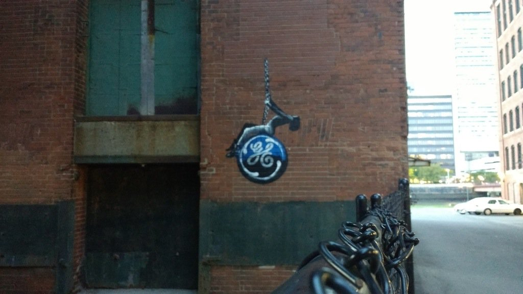 Graffiti (since removed) on building on Fort Point Channel set to be demolished for GE's new headquarters https://t.co/Dq61TRzXy4