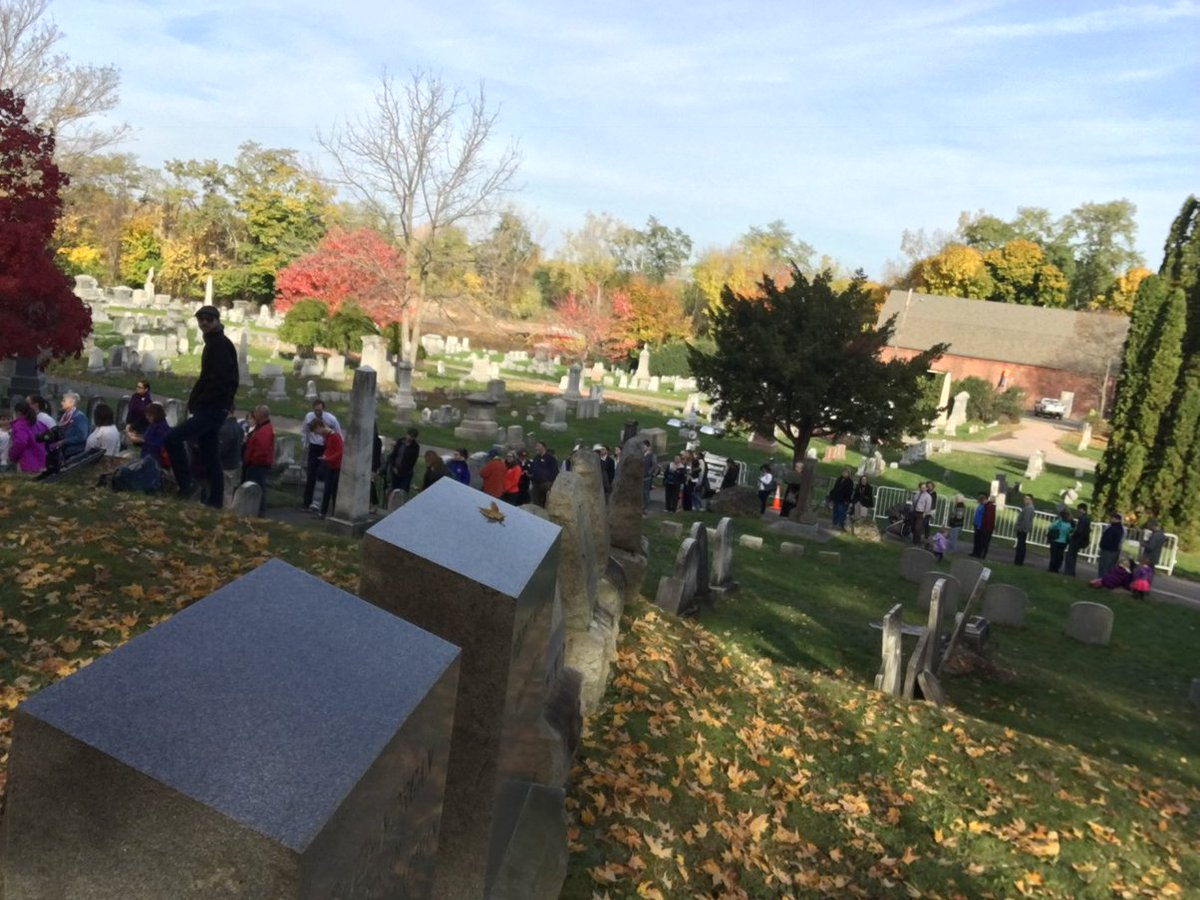 The 250 person line in Mount Hope Cemetery in Rochester New York to pay their respects at Susan B Anthony's grave https://t.co/Zv1WyTQyNl