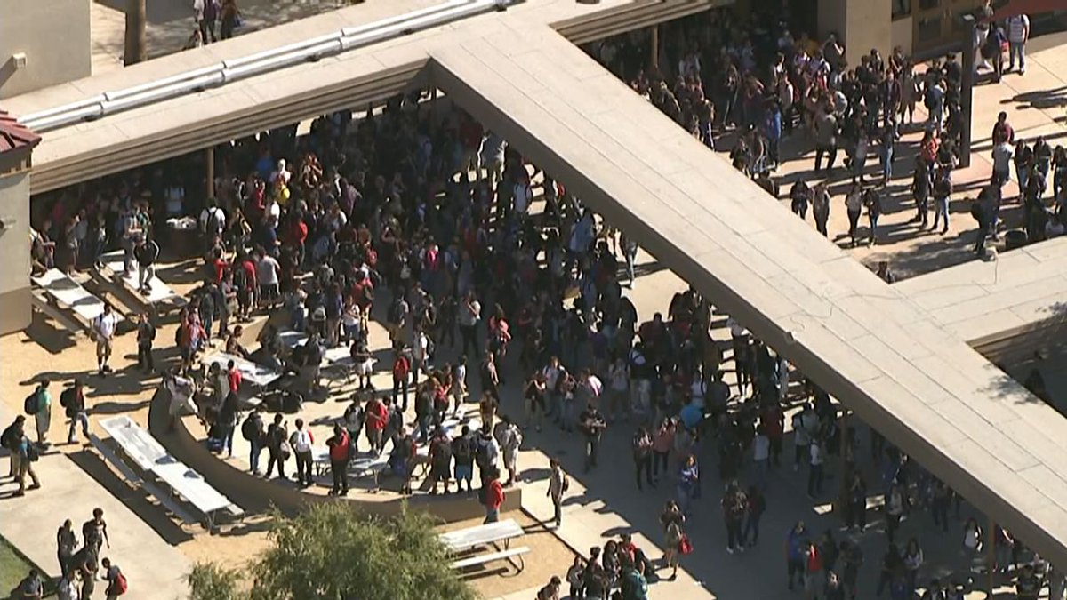 LIVE VIDEO: Protest at North High School -- students walked out to urge voters not to vote for Trump, Arpaio: https://t.co/OXDzdvLqqH #abc15
