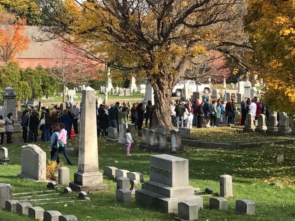 The line at Susan B. Anthony's gravesite - as if I couldn't be more emotional. #whoruntheworld https://t.co/Rikcou24ox