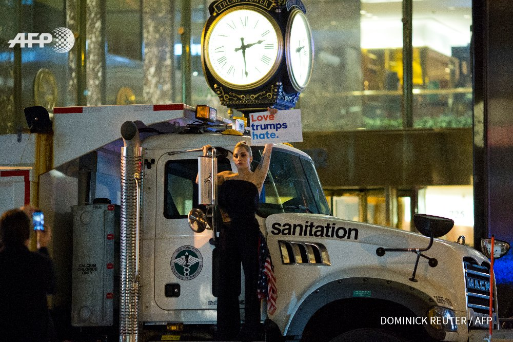 Lady Gaga protesting on a sanitation truck outside Trump Tower in NYC tonight. #LoveTrumpsHate https://t.co/qsvC4kUwV4