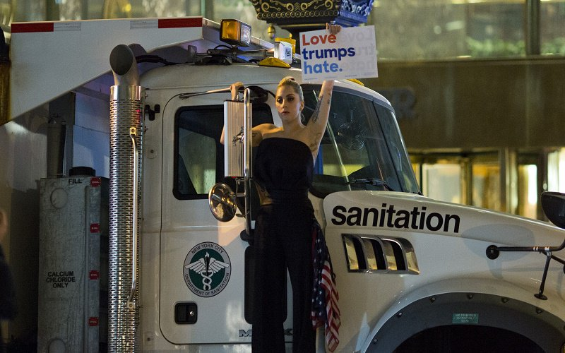 Lady Gaga stages a protest against Donald Trump on a sanitation truck outside Trump Tower #Election2016 https://t.co/ZXZEuFwfpU