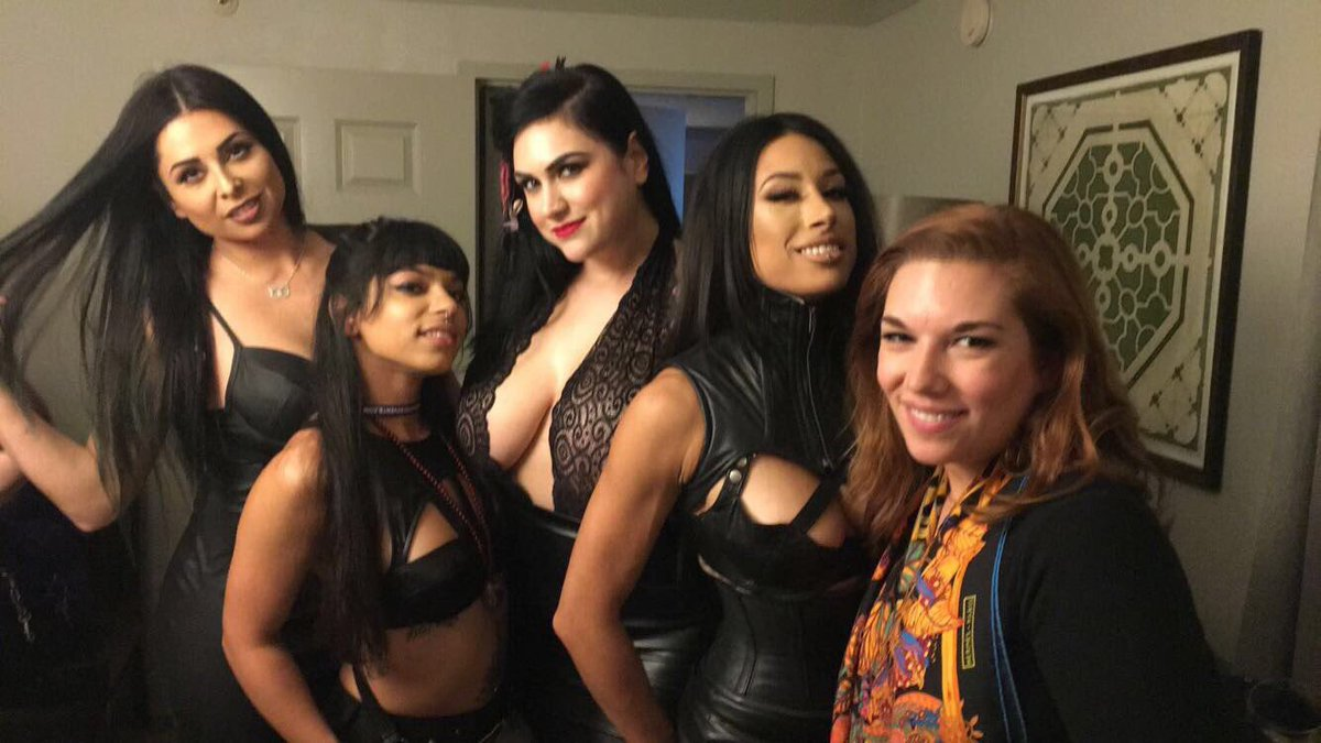 Just a group of lovely ladies at the Pro Domme Social this weekend. #domconnola #tagsonthephoto