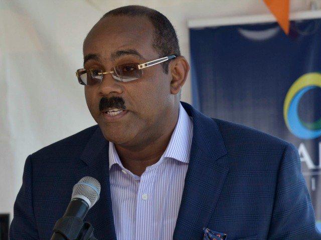 Antigua Prime Minister Urges Prince Harry To Have A Discreet Affair On Tour https://t.co/Fj8VrnY6P3 https://t.co/XfxBGDH3CB