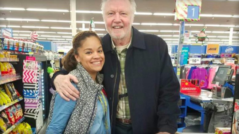 Jon Voight surprises stranger in line at Walmart with act of kindness ahead of Thanksgiving