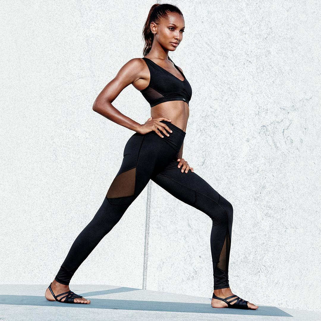 Give the gift of fit. Sport pants are 50% off—in ???????? ???????? for a limited time. https://t.co/QGWknaZaOf https://t.co/EDK9HnAUVv