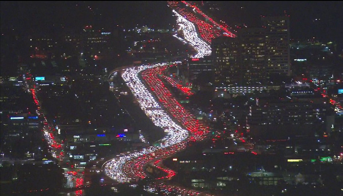 There's LA traffic. There's Thanksgiving traffic. And then there's LA Thanksgiving traffic (via @ABC7) https://t.co/e8gojmxY44