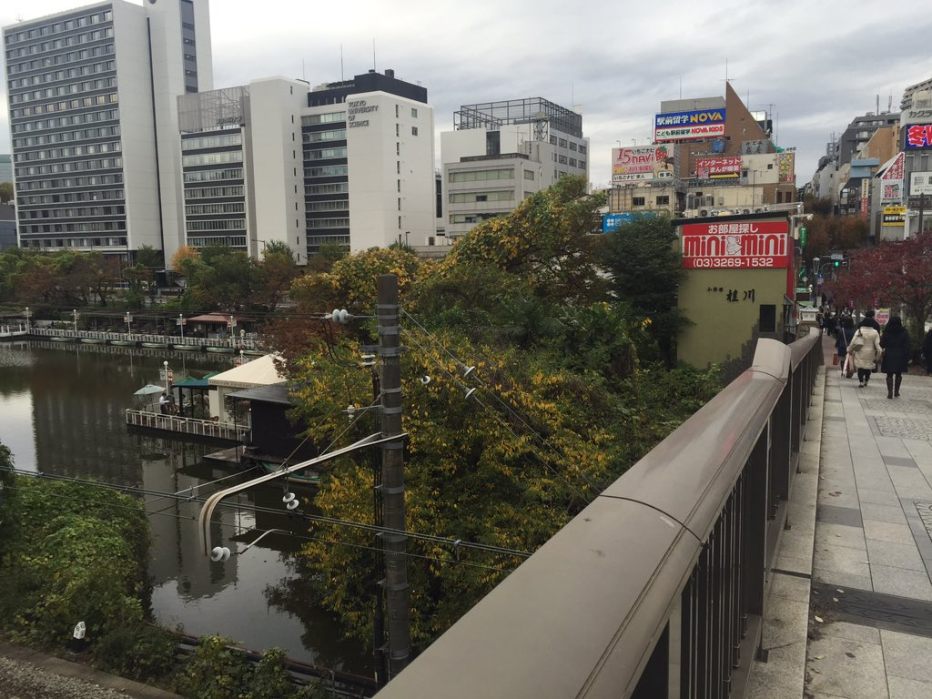 ちょうど飯田橋を歩いていたら何とここは!昨日マガジンポケットで読んだ『君のいる町』70話で青大と柚希がキスしたところでは