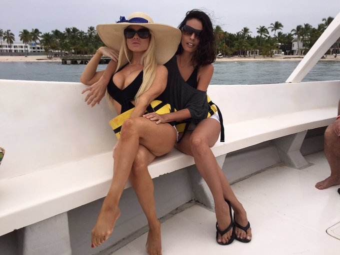 2 pic. Last year this time of year I was in Dominican Republic w my bestie @shylove https://t.co/Dal