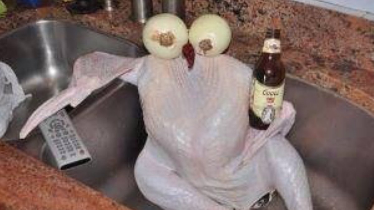 "~  Preparing my turkey for tomorrow!  Instructions say:  ""Allow turkey to chill in the sink for  two hours""  ~ https://t.co/L23UNXrg6E"