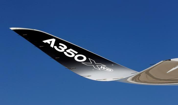 Airbus to fly biggest A350 in battle of big twinjets