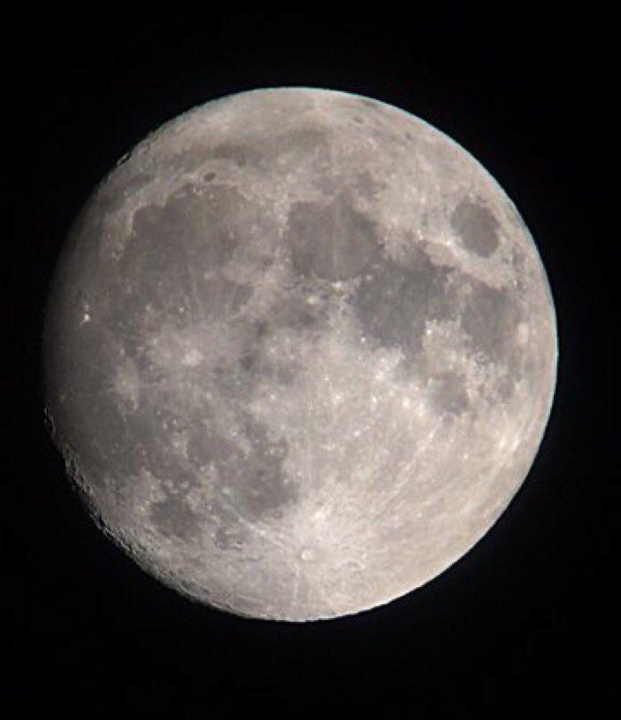 スーパームーンも良いけど 日本古来の風情な呼び名も。 今夜は 幾望(きぼう)の月 と。望む前日の意味。 人の願いは三日月時に託され満月<望>に叶うとされる。 <望>の漢字も人が高台に登り月に向かって祈る姿を表わす。 https://t.co/6VNF5CWPfy