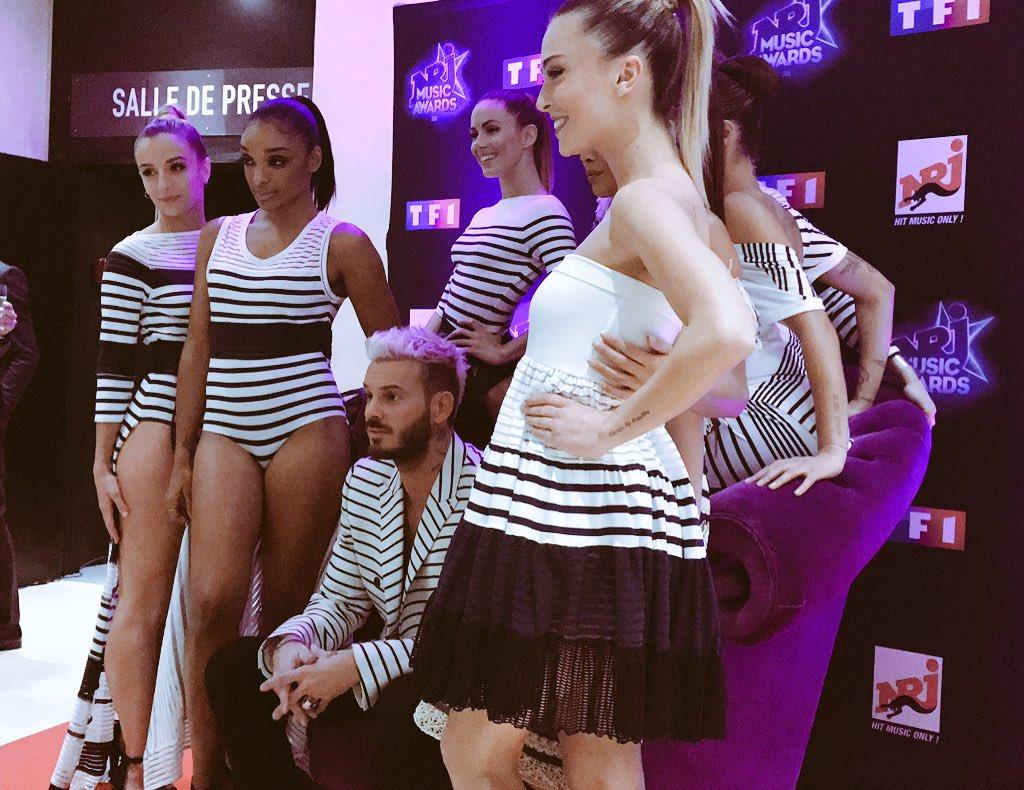 En mode capitaine des MP's: @MPokora et ses girls habillés par @JPGaultier