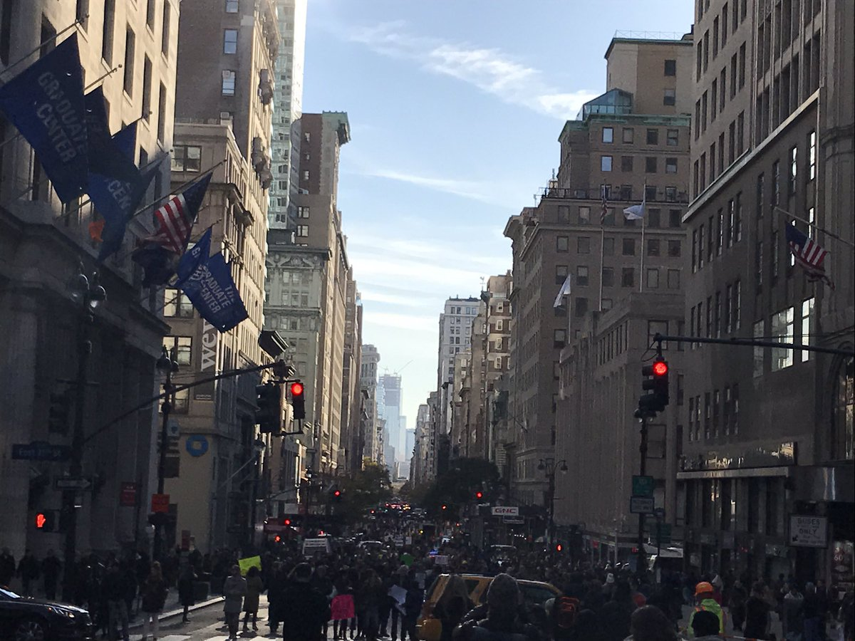 Fifth Avenue totally shut down from 14th to Barad Dur by anti-Trump protest. https://t.co/h61mzWz5kQ