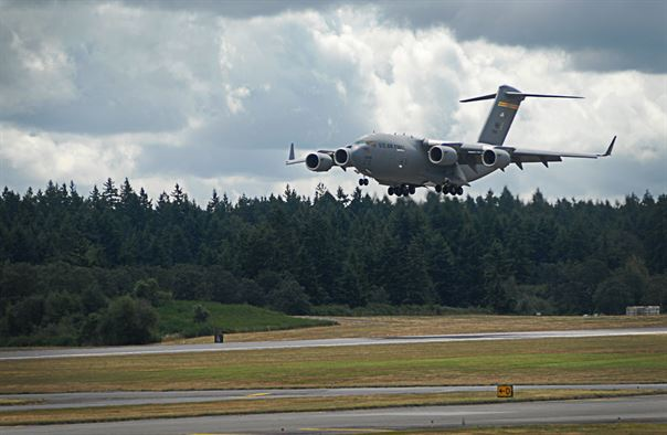 Just after the National Anthem @UW Husky Stadium there will be a flyover from a Air Force C17. (4:27pm) https://t.co/KfKMaJFR7N